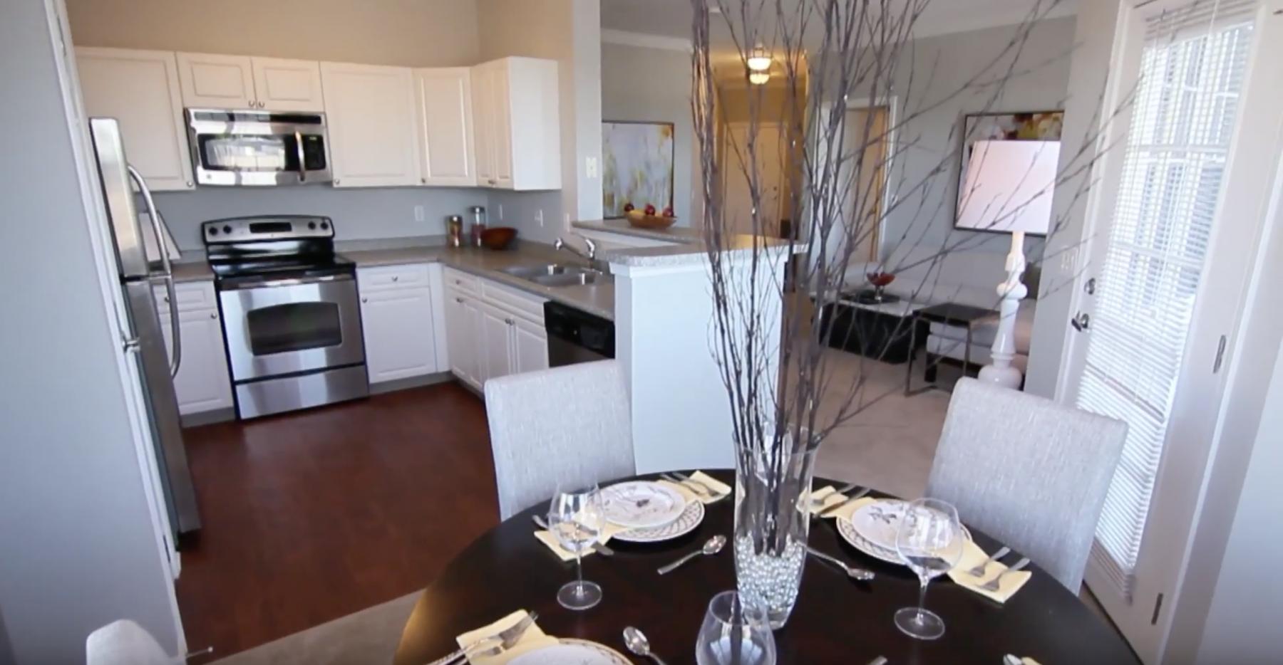 12 - Dinin - Kitchen Area