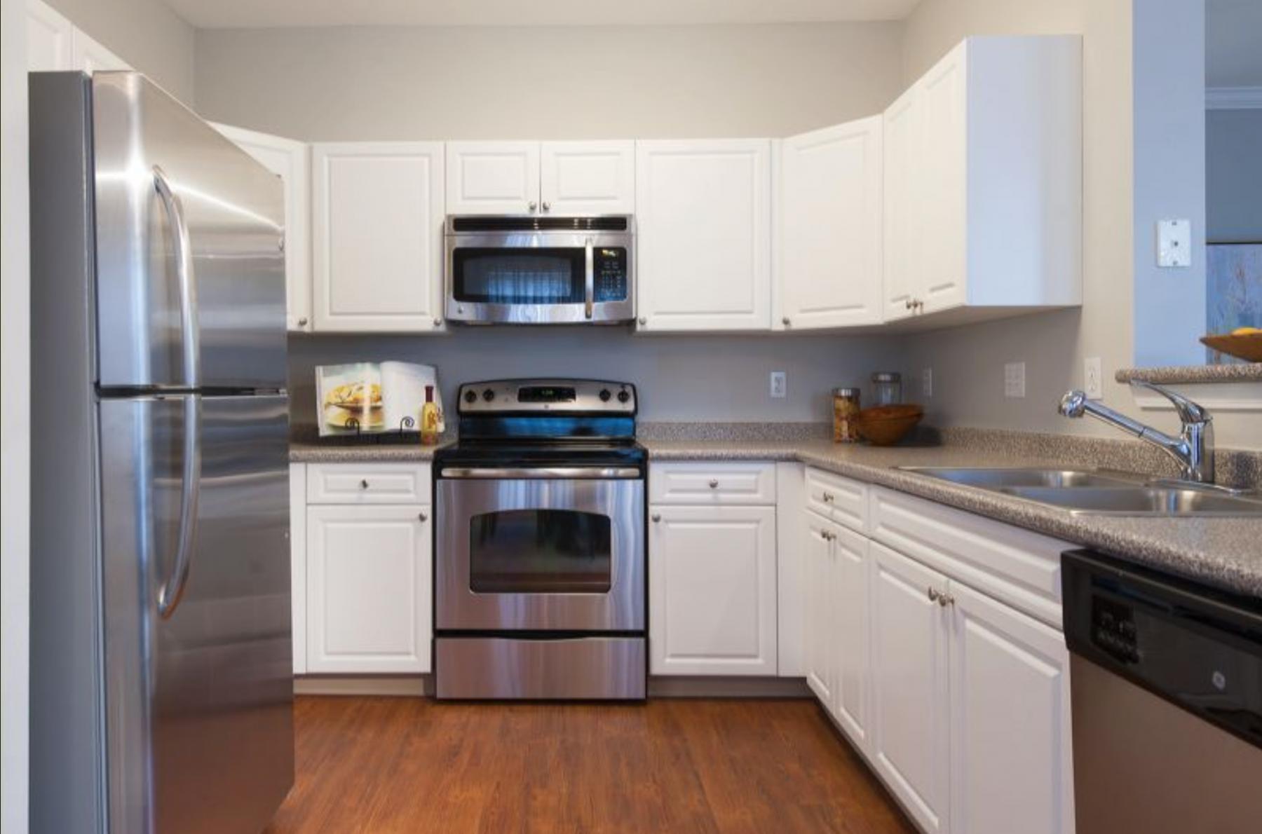 14 - Kitchen